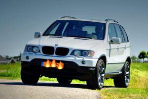 BMW X5 van een liefhebber diverse schades hersteld en overgespoten