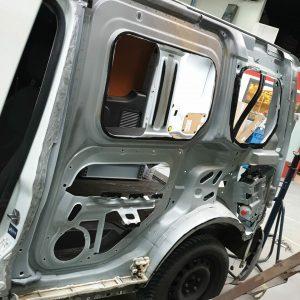 Ford Transit zijwand vervangen